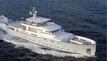 displacement yacht