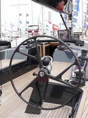 sailboat-helm-wheel