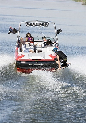 wakeboard-runabout