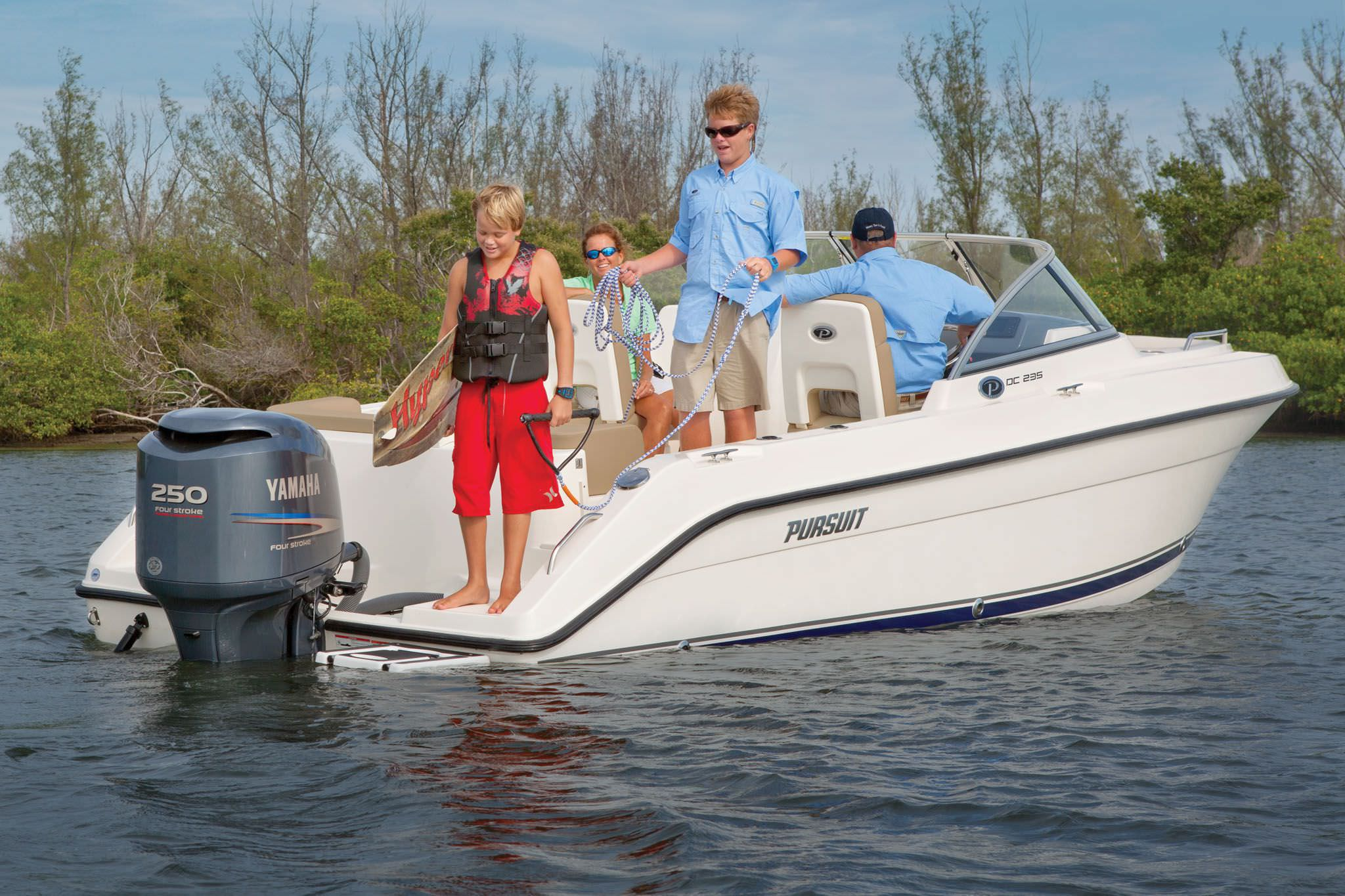 Outboard Runabout Dual Console Sport Fishing DC 235 Pursuit Boats