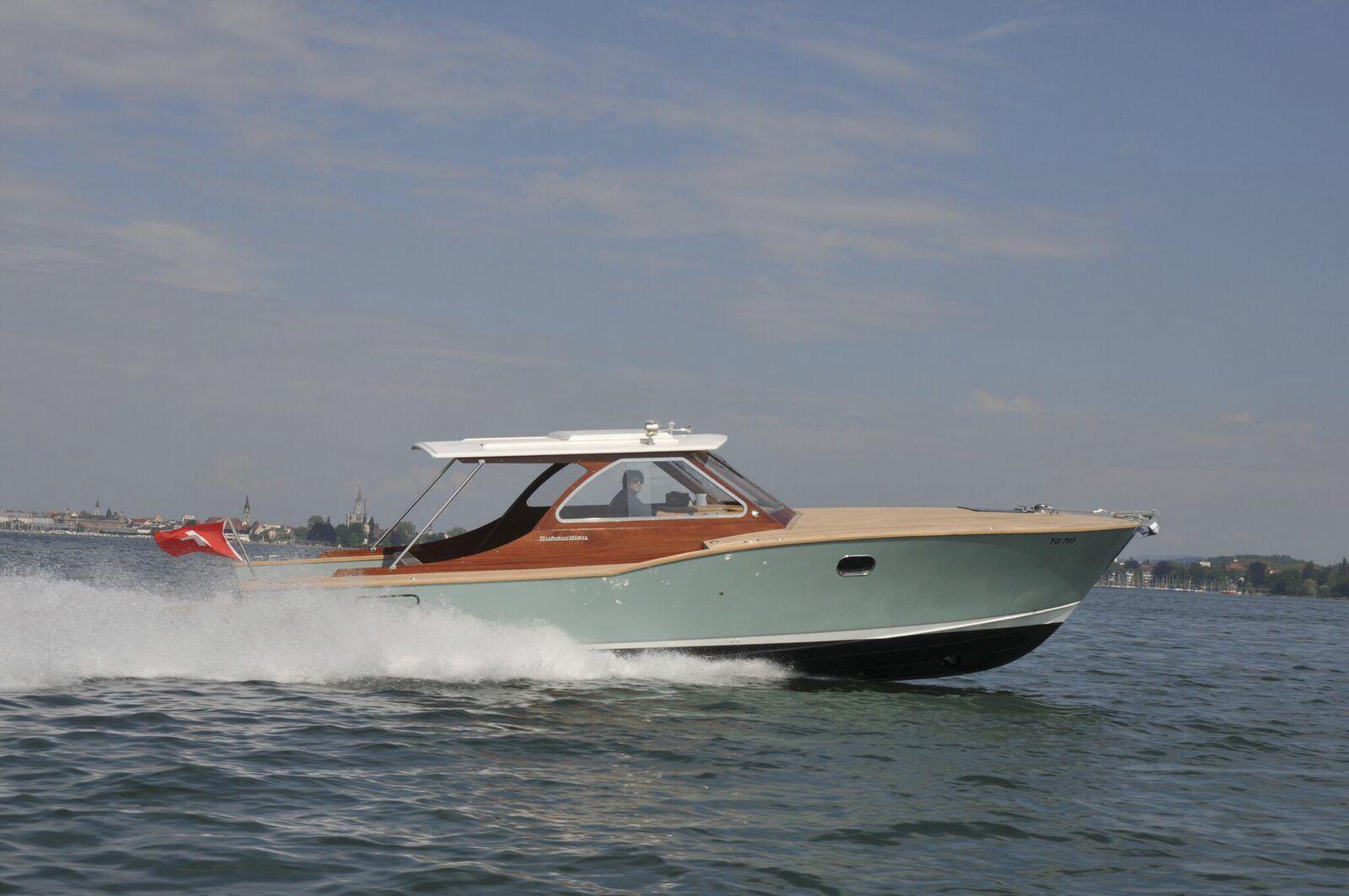 Inboard express cruiser / hard-top / sport / wooden - PICNIC CABIN