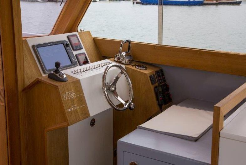 ... Inboard Center Console Boat / Wooden / Classic / Teak Deck ...