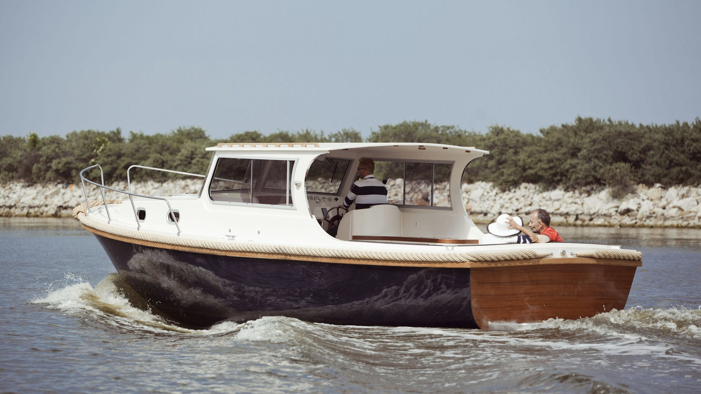 alfastreet cabins pin electricboatscabin cabin boats electric pinterest