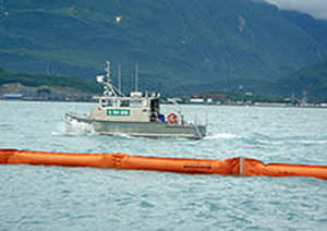 Floating boom / pollution-control / inflatable - <b>RUBBERMAX</b> - Elastec 2014