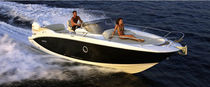 Outboard walkaround / twin-engine / 8-person max. / twin-berth