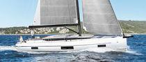 Cruising sailboat / open transom / 4-cabin / 5-cabin
