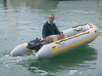 Semi-rigid inflatable boat