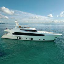Cruising super-yacht / flybridge / 6-cabin