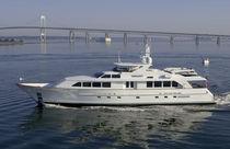 Cruising super-yacht / traditional / flybridge / displacement