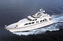 High-speed motor yacht / flybridge