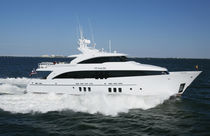 Cruising super-yacht / with enclosed flybridge / displacement