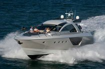 Sport motor yacht / cruising / hard-top / with 3 or 4 cabins