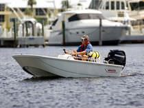 Outboard center console boat / center console / sport-fishing