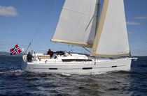 Ocean cruising sailboat / with 2 or 3 cabins / twin steering wheels