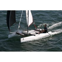 Recreational sport catamaran / single-handed / single-trapeze