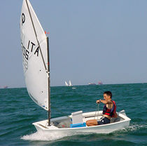 Single-handed sailing dinghy / children's / regatta / catboat