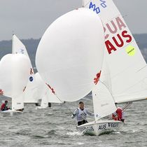 Double-handed sailing dinghy / regatta / symmetric spinnaker / single-trapeze