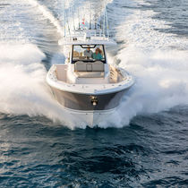 Outboard express cruiser / triple-engine / open / sport