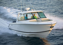 Outboard center console boat / twin-engine / dual-console / sport-fishing