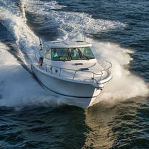 Outboard express cruiser / triple-engine / hard-top / sport-fishing