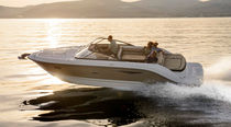 Inboard runabout / sport / 8-person max.