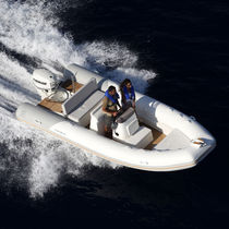 Center console inflatable boat / semi-rigid / sundeck / teak deck