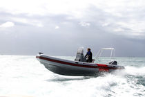 Center console inflatable boat / semi-rigid