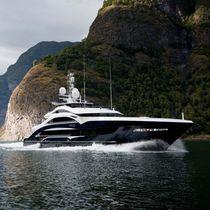 Cruising mega-yacht / wheelhouse / steel / custom