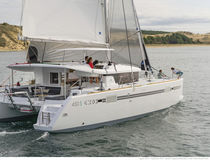 Sailing catamaran / cruising / flybridge / with 3 or 4 cabins