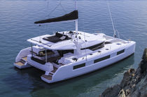 Monohull / cruising / open transom / flybridge