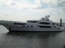 Aluminum mega-yacht / 12-cabin / custom