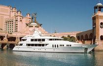 Cruising mega-yacht / wheelhouse / aluminum