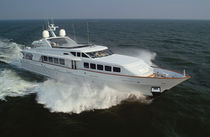 Flybridge super-yacht / raised pilothouse / cruising / aluminum
