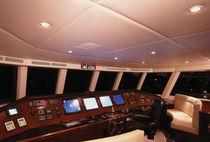 Cruising super-yacht / wheelhouse / semi-displacement hull / 8-cabin