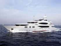Raised pilothouse mega-yacht / high-speed / aluminum / 10-cabin
