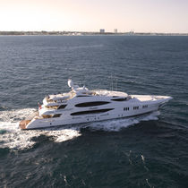 Raised pilothouse mega-yacht / high-speed / aluminum / custom