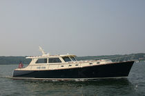Cruising motor yacht / downeast / classic / with enclosed cockpit