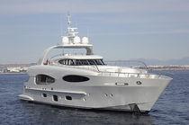 Cruising super-yacht / flybridge / raised pilothouse / planing hull
