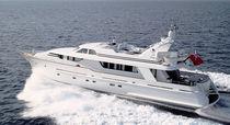 Classic motor yacht / flybridge
