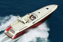 High-speed motor yacht / open / composite / planing hull