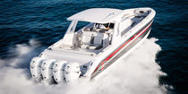 Center console monohull boat / four-engine / with T-top