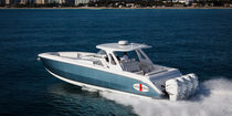 Center console monohull boat / four-engine / offshore / with T-top