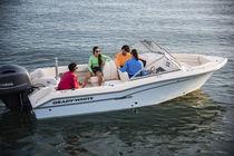 Outboard center console boat / dual-console / 8-person max.