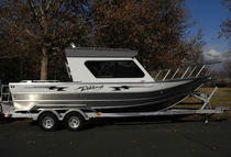 Inboard cruising fishing boat / 10-person max.