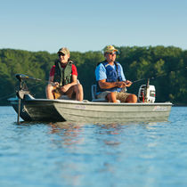 Outboard open boat / sport-fishing