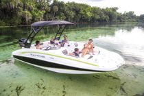 Outboard deck boat / wakeboard / 10-person max.