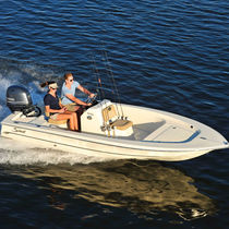 Outboard bay boat / center console / sport-fishing / 5-person max.