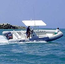 Outboard inflatable boat / twin-engine / semi-rigid / center console