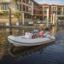 Outboard inflatable boat / semi-rigid / side console / 7-person max.
