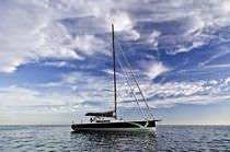 Cruising sailboat / open transom / lifting keel
